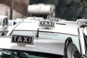 "<div class=""buttonTitle""><div class=""roundedlIcon white mbianco mprest""></div></div>Taxi unions are complaining that Uber represents unfair competition"