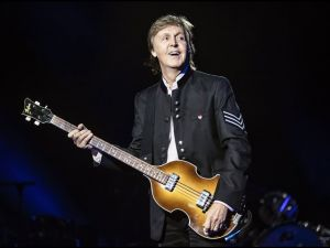 "<div class=""buttonTitle""><div class=""roundedlIcon white mbianco mprest""></div></div>Sir Paul McCartney criticized the Italian government"