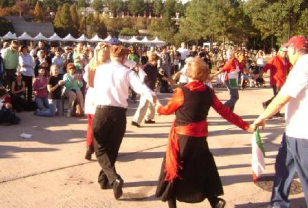 Traditional Italian Folk Dancing - La Gazzetta Italiana