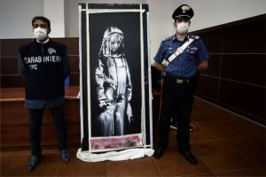 "<div class=""buttonTitle""><div class=""roundedlIcon white mbianco mprest""></div></div>Italian and French authorities recovered a stolen artwork"