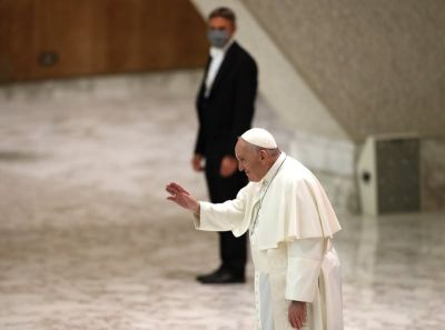 "<div class=""buttonTitle""><div class=""roundedlIcon white mbianco mprest""></div></div>The Vatican announced, Pope Francis suspending public audiences"