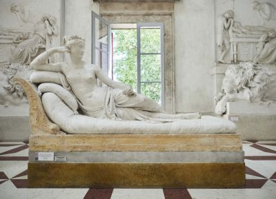"<div class=""buttonTitle""><div class=""roundedlIcon white mbianco mprest""></div></div>Is an Austrian tourist who damaged Canova&#039;s sculpture"