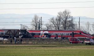 "<div class=""buttonTitle""><div class=""roundedlIcon white mbianco mprest""></div></div>High-speed train derailed in Lodi, two people died"